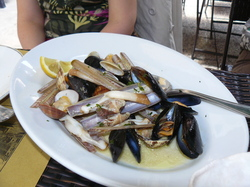 Razor clams at 40 Ladroni.JPG